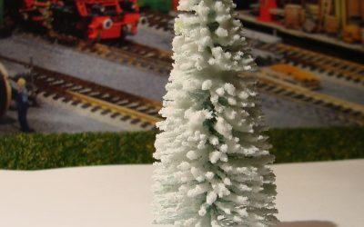 Fenyőfa téli kivitelben  szóróanyaggal dúsítva